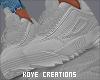 |< Conie! GreySneakers!